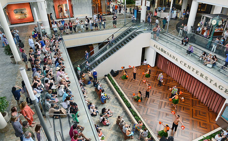 Group of shoppers overlooking the Centerstage at Ala Moana Center